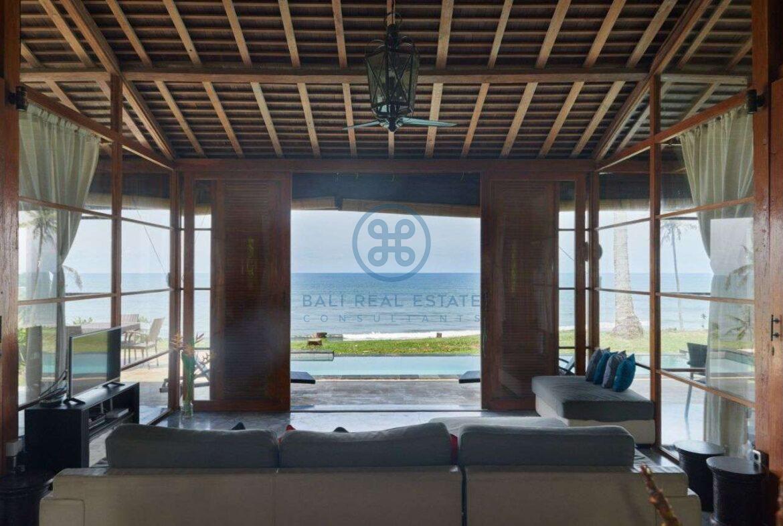 2 bedrooms villa beachfront sunset view balian for sale rent 25