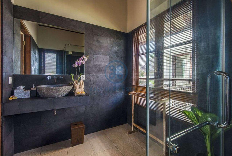 3 bedrooms villa bali style ricefield view kedungu for sale rent 17