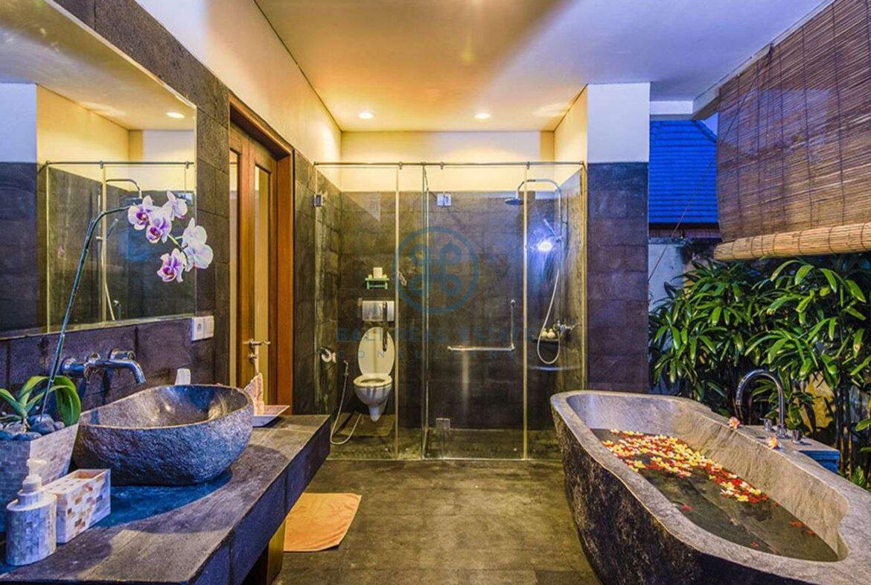 3 bedrooms villa bali style ricefield view kedungu for sale rent 33