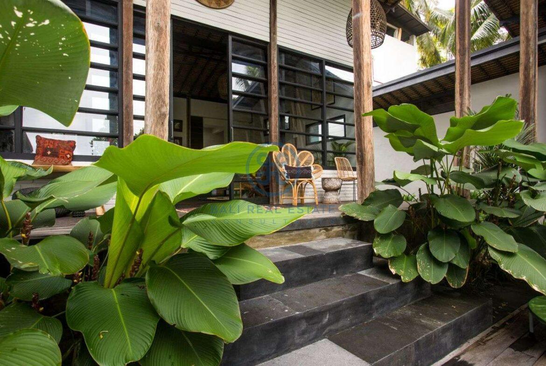 3 bedrooms villa in central ubud for sale rent 4