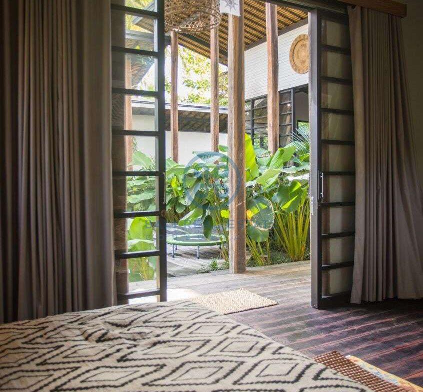 3 bedrooms villa in central ubud for sale rent 48