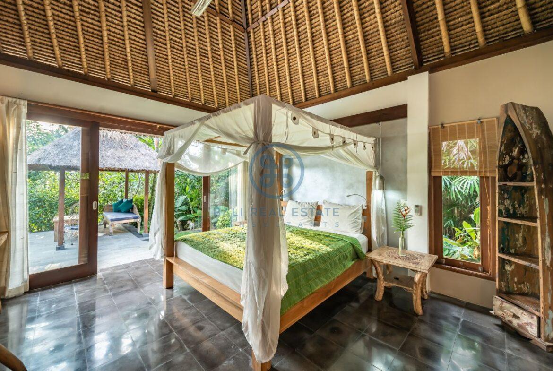 3 bedrooms villa overlooking river sayan ridge ubud for sale rent 3