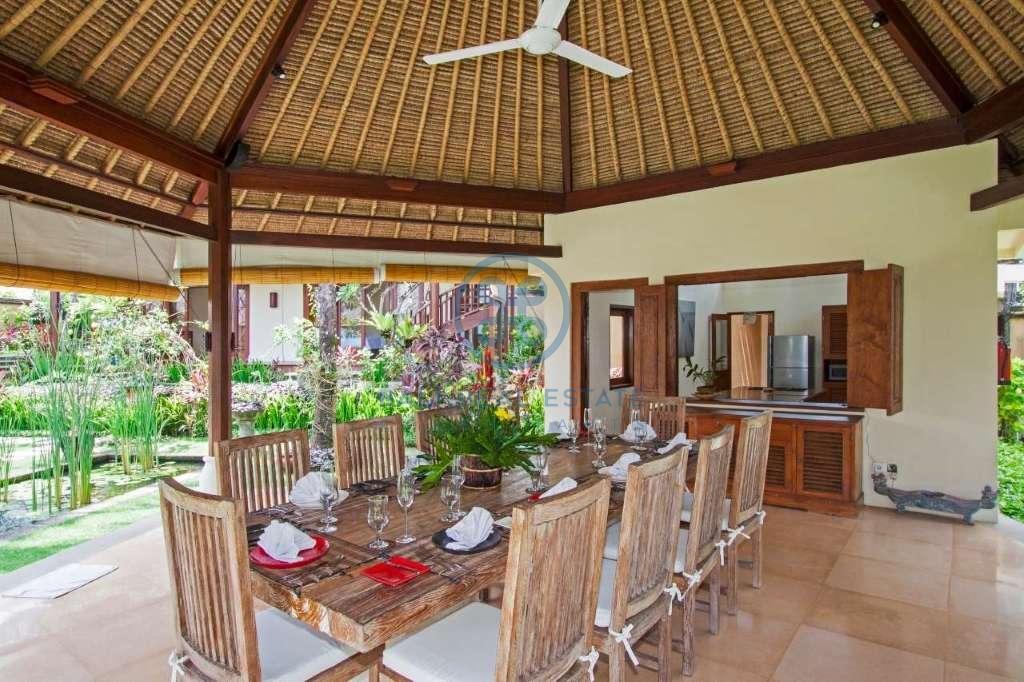 4 bedrooms villa beach front cemagi for sale rent 10