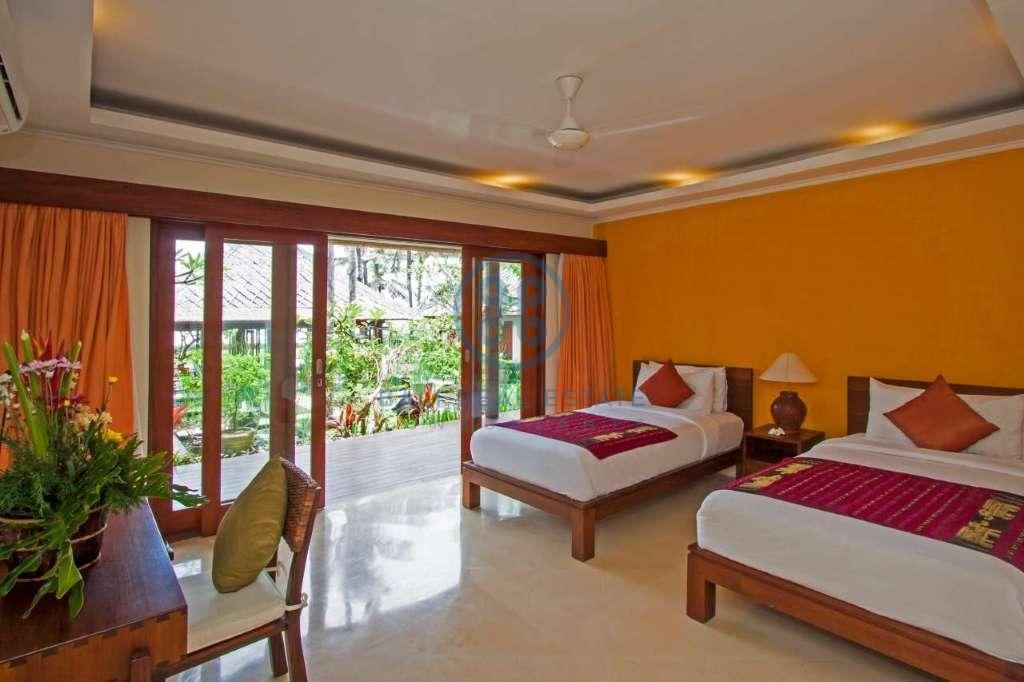 4 bedrooms villa beach front cemagi for sale rent 11