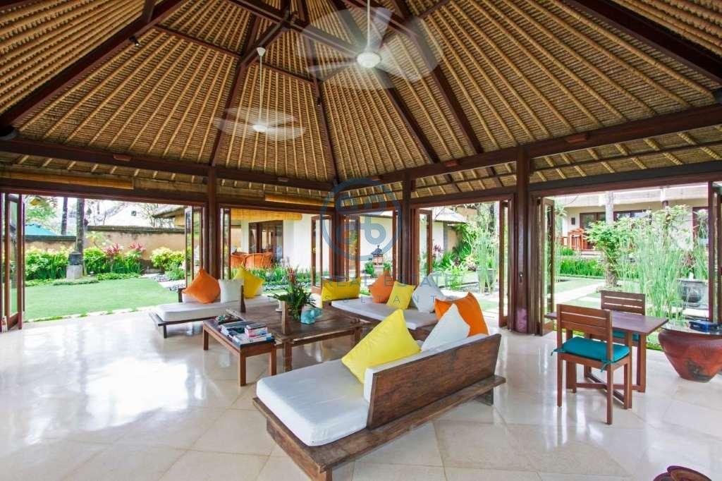4 bedrooms villa beach front cemagi for sale rent 16
