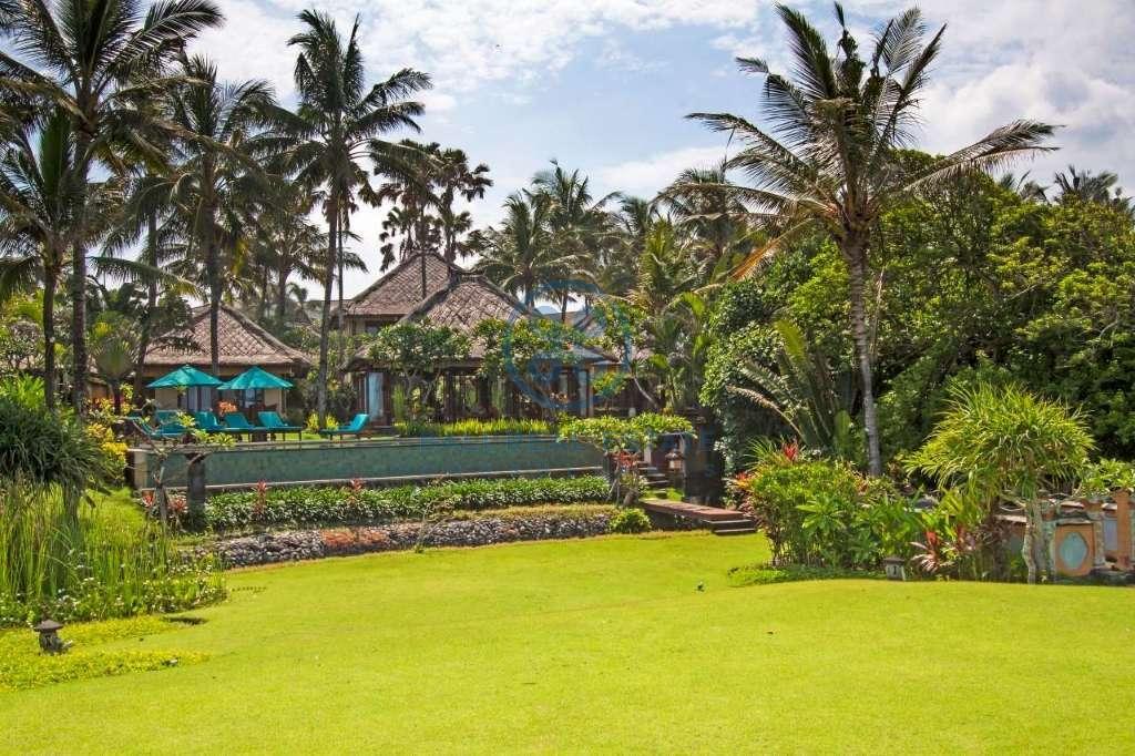 4 bedrooms villa beach front cemagi for sale rent 3