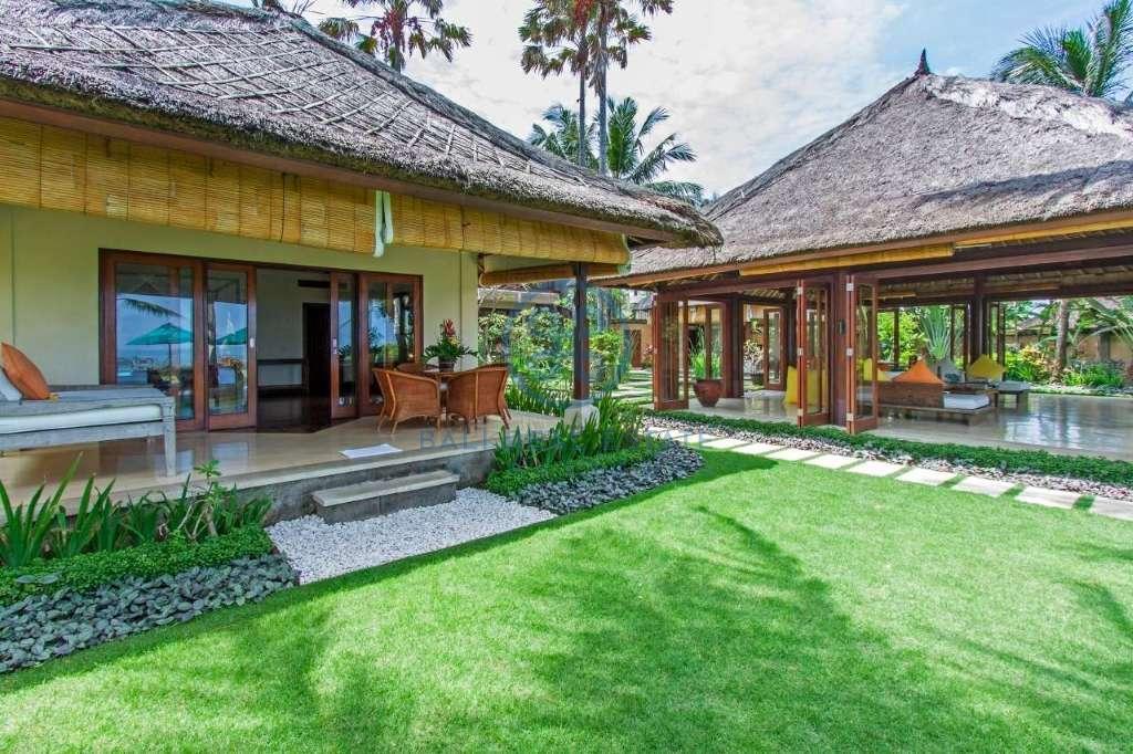 4 bedrooms villa beach front cemagi for sale rent 6