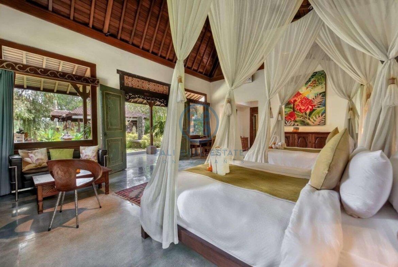 4 bedrooms villa estate jungle view ubud for sale rent 13