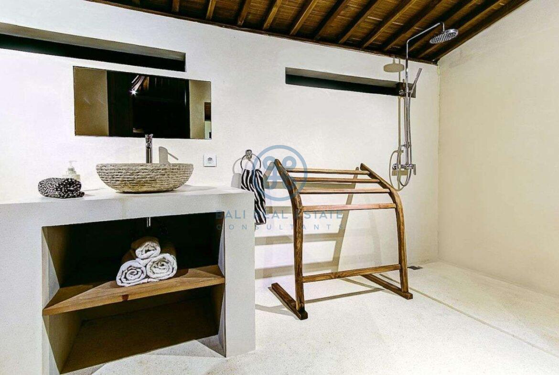 4 bedrooms villa seaside balian for sale rent 16