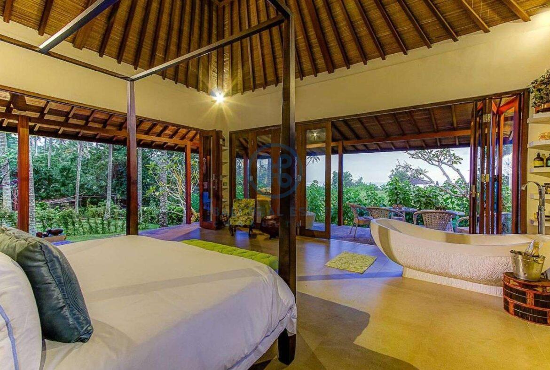 4 bedrooms villa seaside balian for sale rent 2