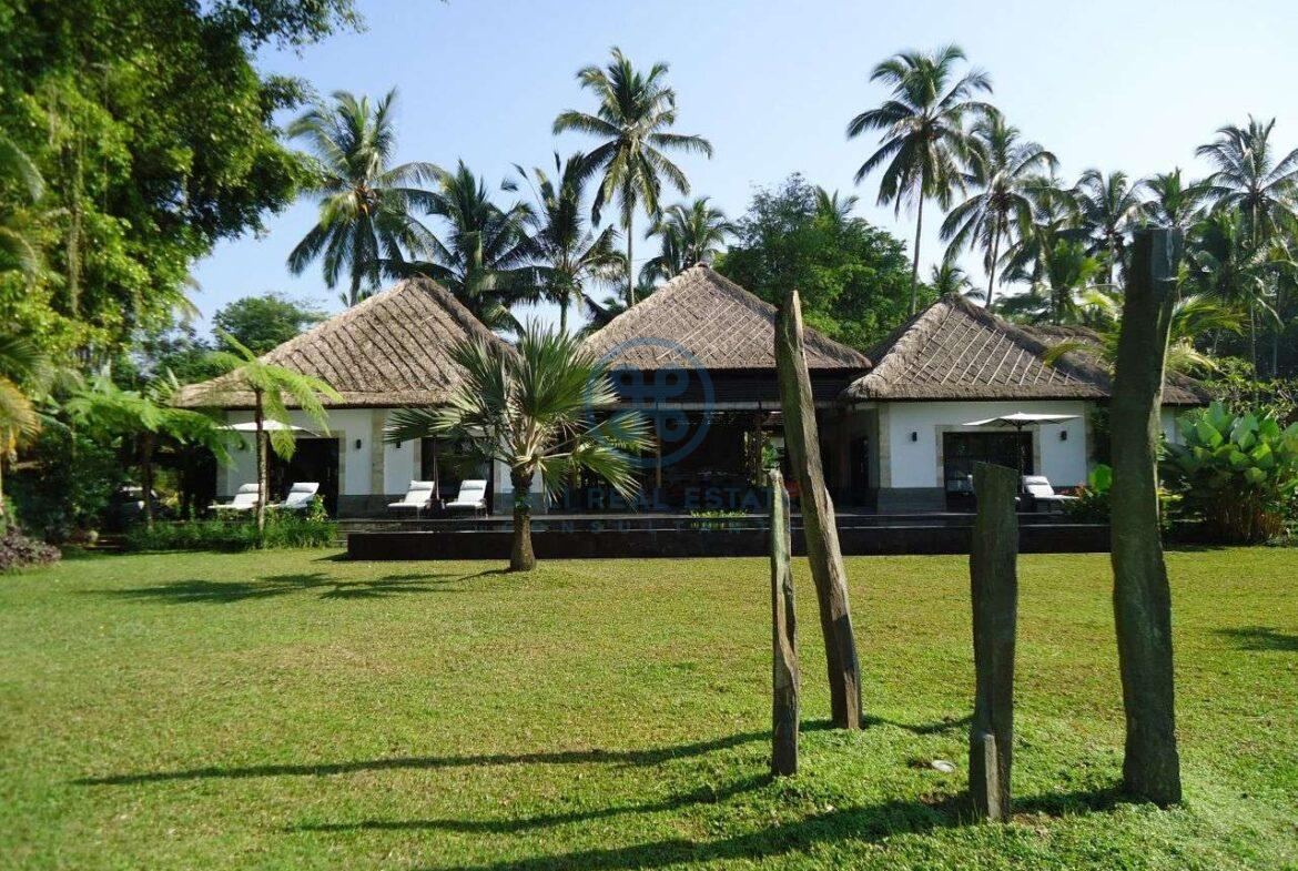 4 bedrooms villa with infinity pool ubud for sale rent 9
