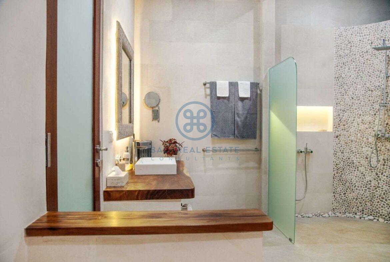 4 bedrooms villa with professional music studio ubud for sale rent 18