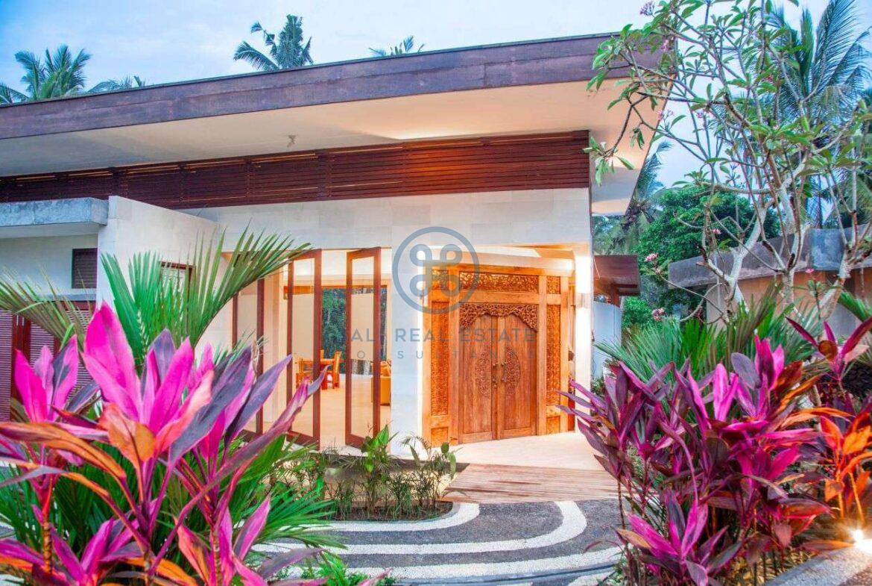 4 bedrooms villa with professional music studio ubud for sale rent 19