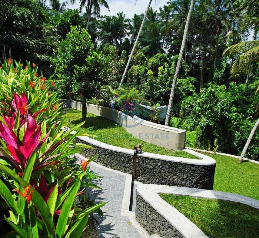 4 bedrooms villa with professional music studio ubud for sale rent 5