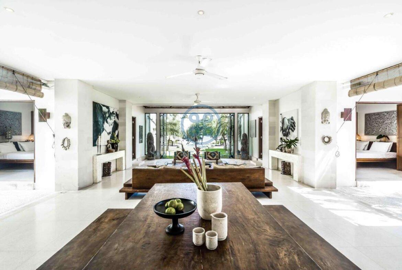 5 bedrooms villa beachfront tabanan for sale rent 17
