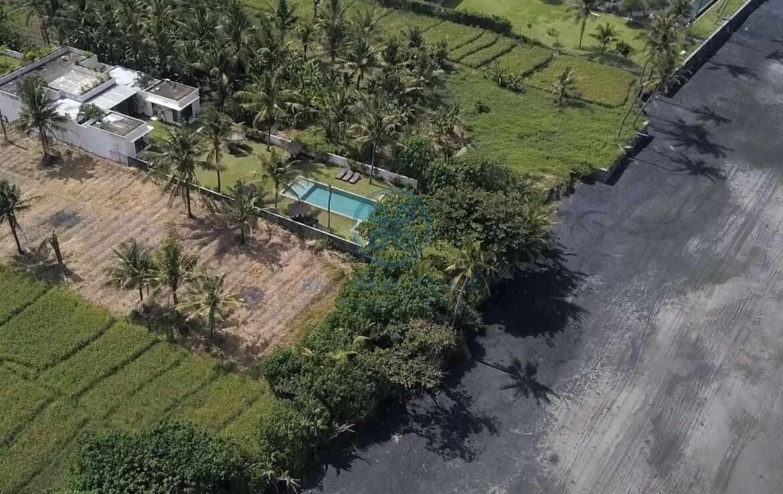 5 bedrooms villa beachfront tabanan for sale rent 18