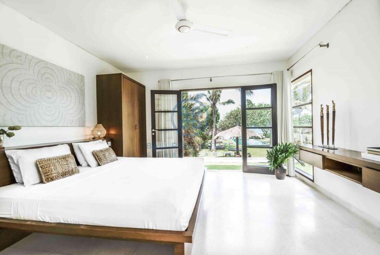 5 bedrooms villa beachfront tabanan for sale rent 7
