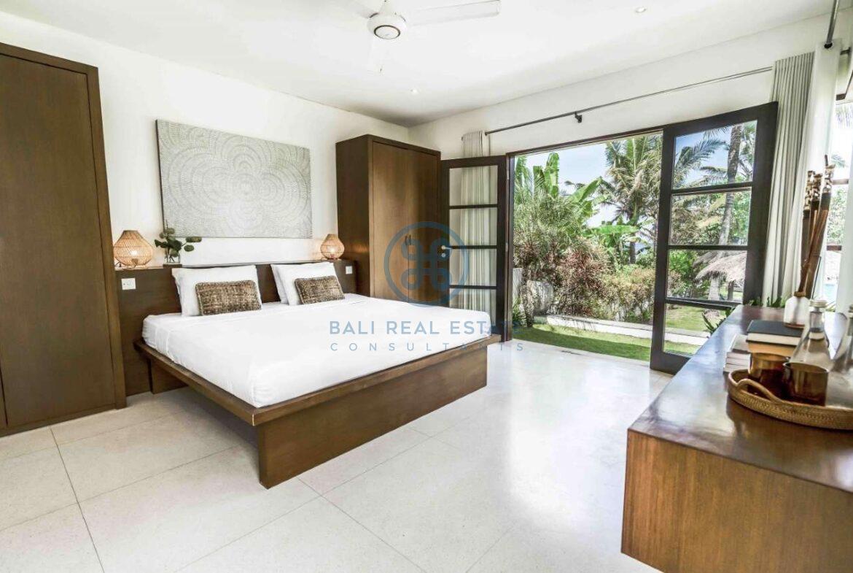 5 bedrooms villa beachfront tabanan for sale rent 8