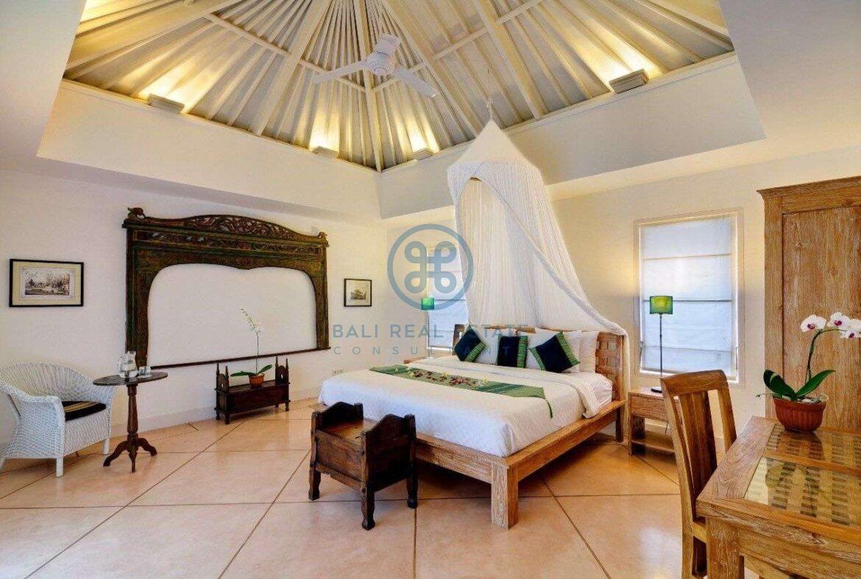 5 bedrooms villa garden view petitenget seminyak for sale rent 11 scaled