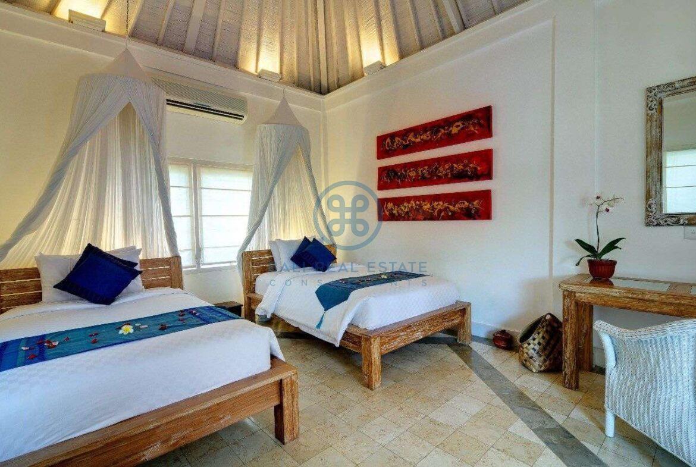 5 bedrooms villa garden view petitenget seminyak for sale rent 12 scaled