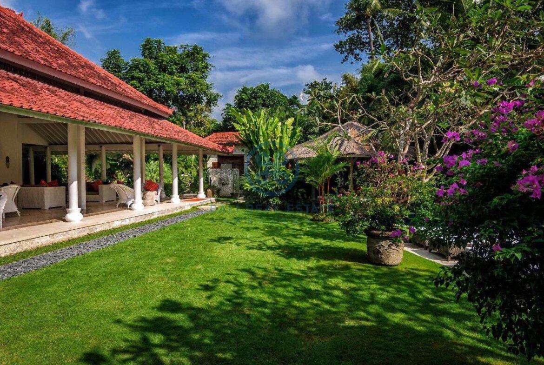 5 bedrooms villa garden view petitenget seminyak for sale rent 13 scaled