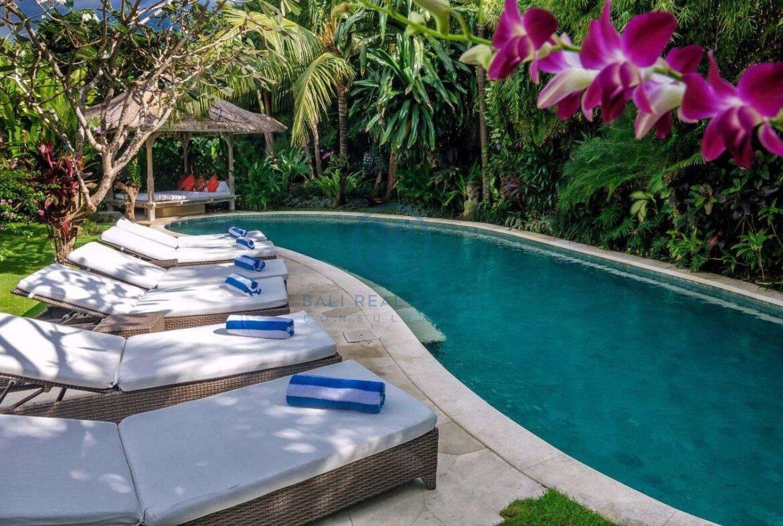 5 bedrooms villa garden view petitenget seminyak for sale rent 2 scaled