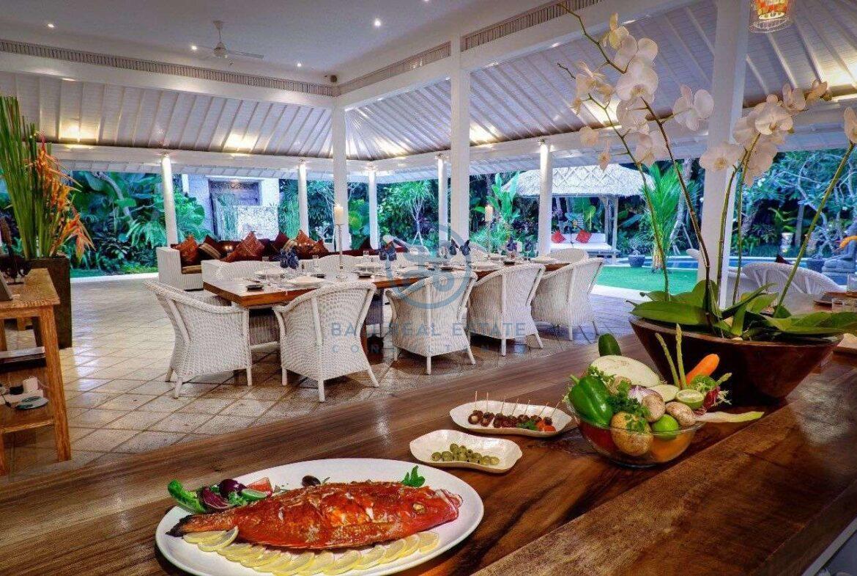 5 bedrooms villa garden view petitenget seminyak for sale rent 3 scaled