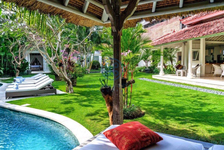 5 bedrooms villa garden view petitenget seminyak for sale rent 4 scaled