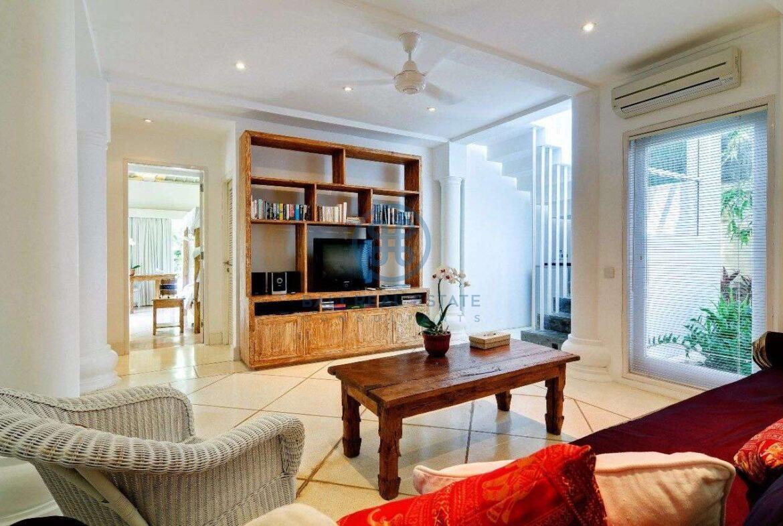 5 bedrooms villa garden view petitenget seminyak for sale rent 5 scaled