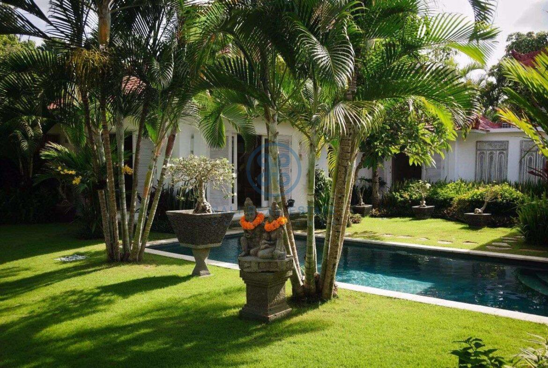 5 bedrooms villa garden view petitenget seminyak for sale rent 7 scaled