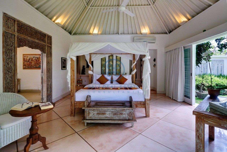 5 bedrooms villa garden view petitenget seminyak for sale rent 8 scaled