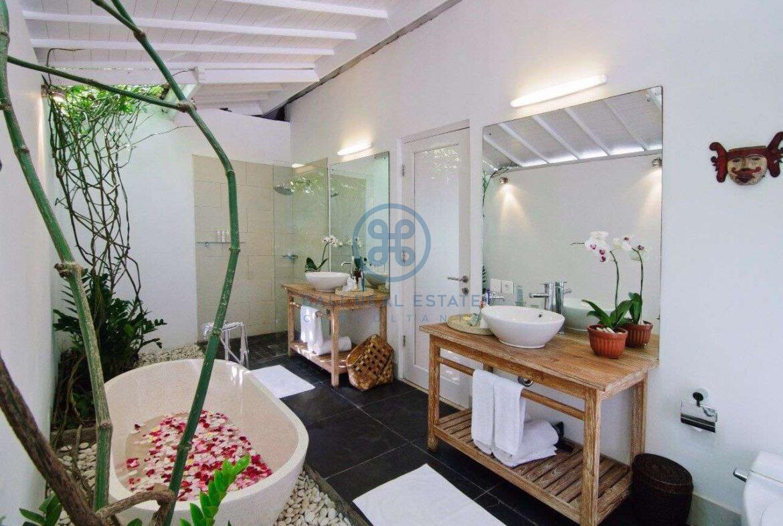 5 bedrooms villa garden view petitenget seminyak for sale rent 9 scaled