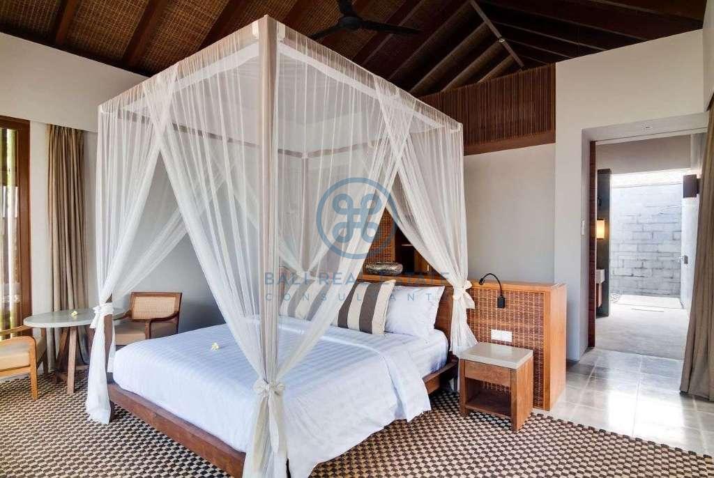 5 bedrooms villa seaside cemagi for sale rent 10