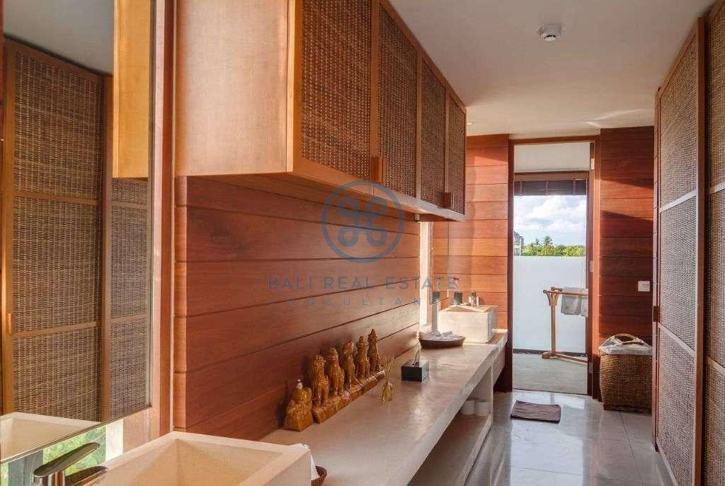 5 bedrooms villa seaside cemagi for sale rent 12