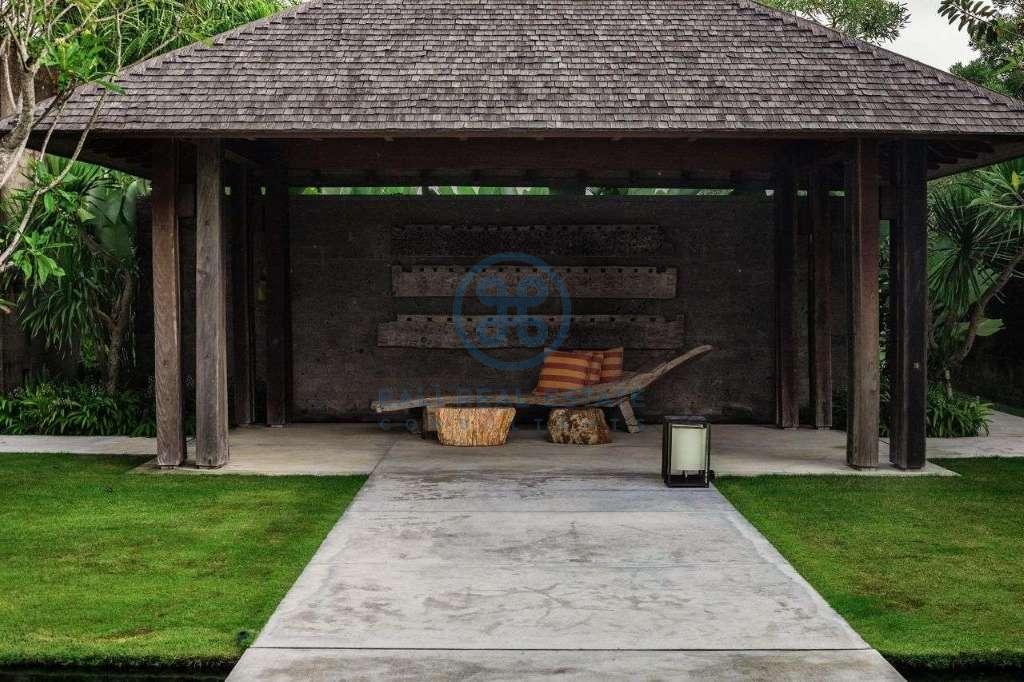 5 bedrooms villa seaside cemagi for sale rent 3