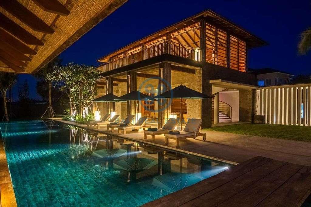 5 bedrooms villa seaside cemagi for sale rent 4