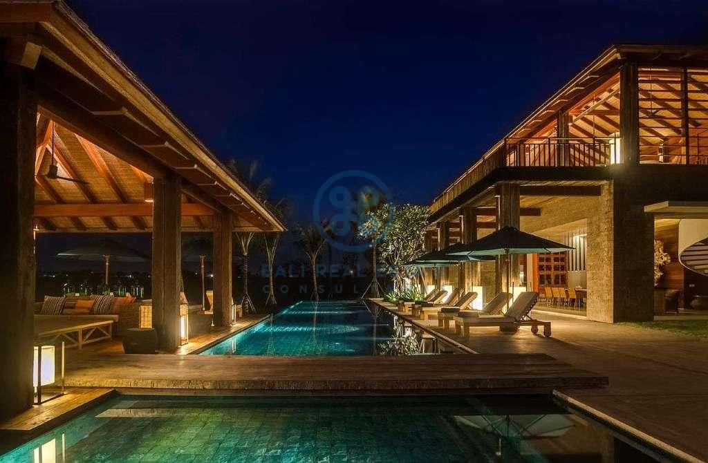 5 bedrooms villa seaside cemagi for sale rent 5
