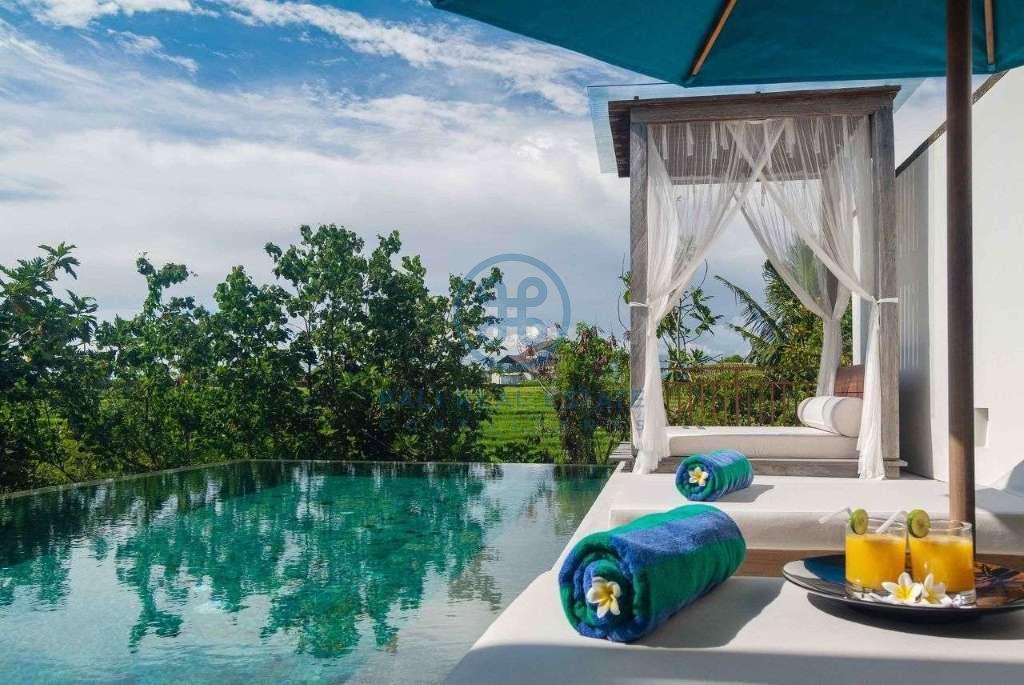 5 bedrooms villa seaside cemagi for sale rent 6