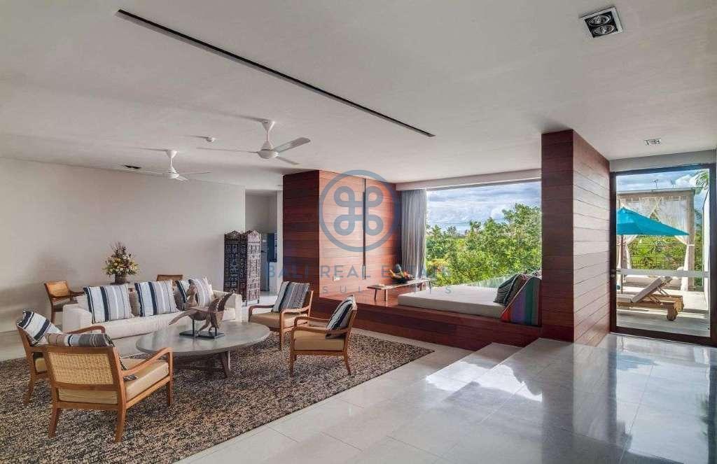 5 bedrooms villa seaside cemagi for sale rent 8