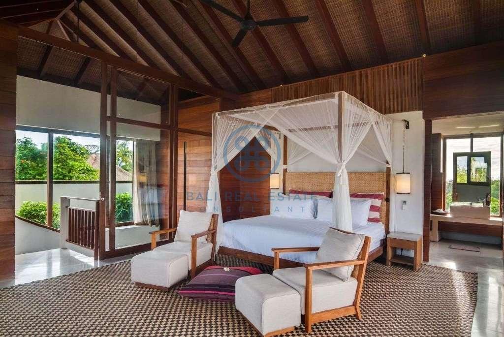 5 bedrooms villa seaside cemagi for sale rent 9