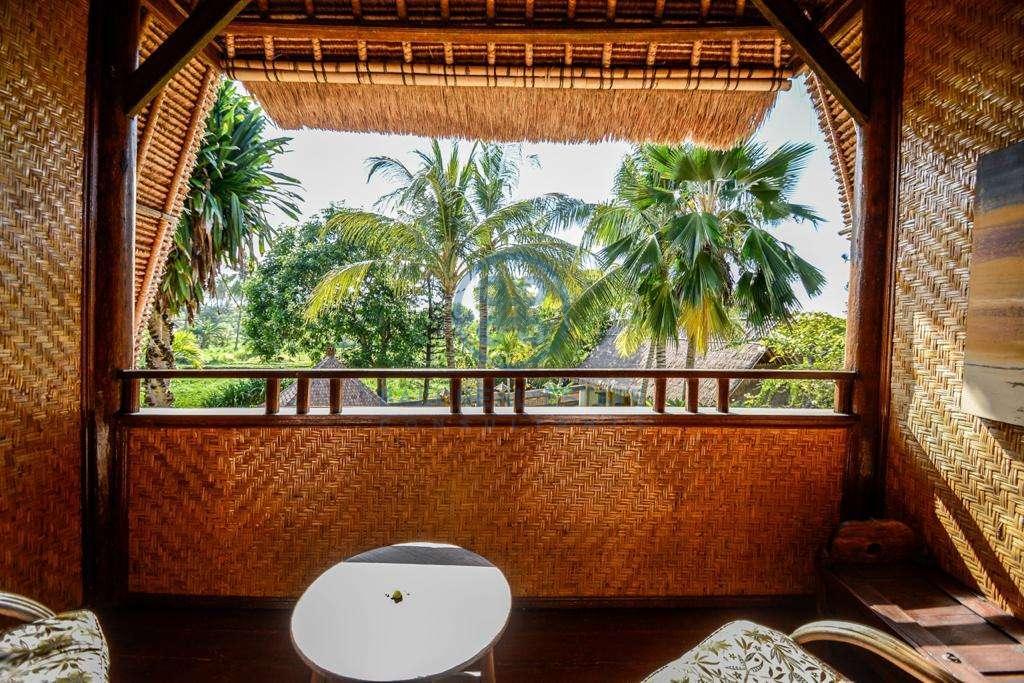 9 bedrooms boutique resort beach front bali karangasem for sale rent 10