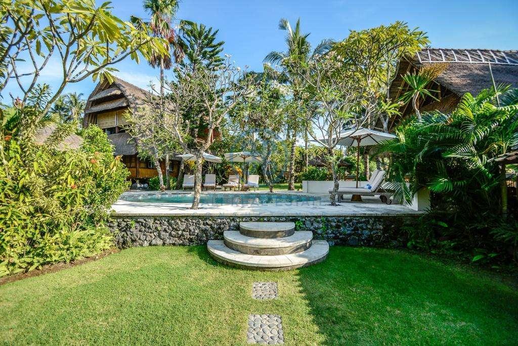 9 bedrooms boutique resort beach front bali karangasem for sale rent 19