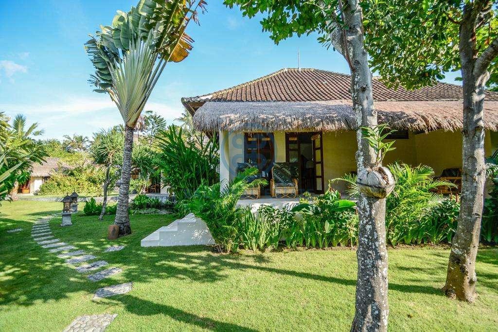 9 bedrooms boutique resort beach front bali karangasem for sale rent 24