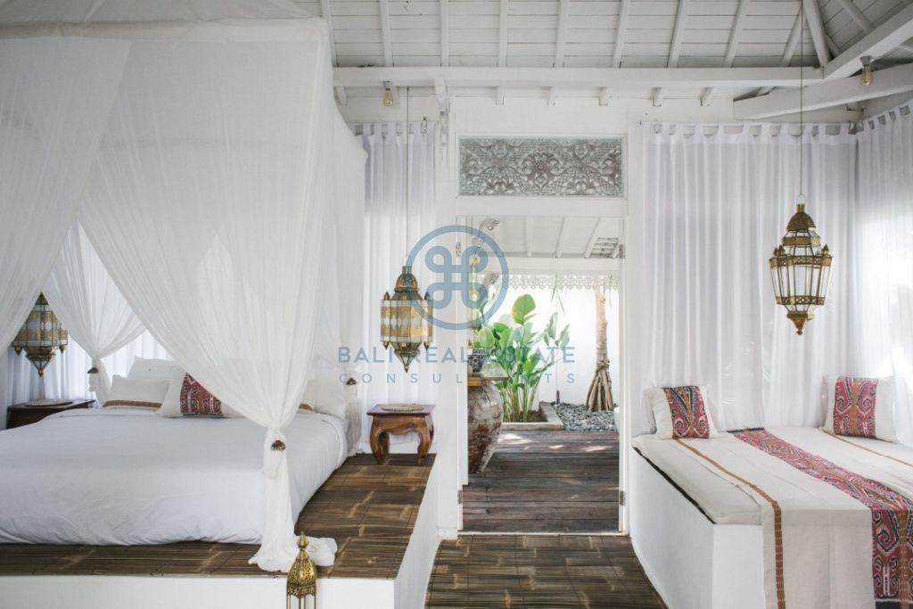 stylish 3 bedrooms villa bali tabanan seseh for sale rent 11