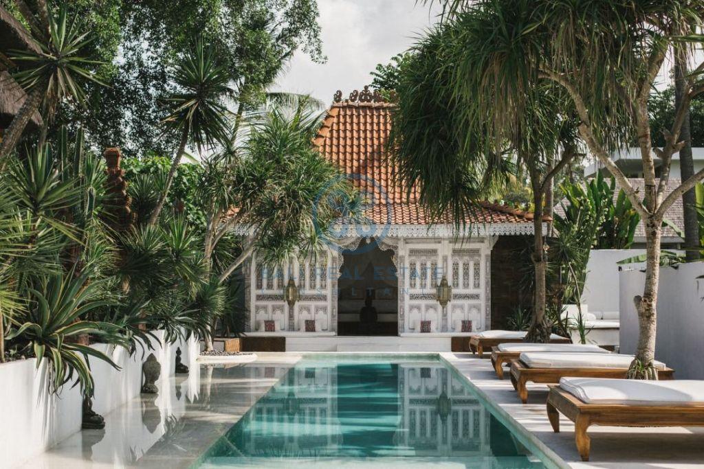 stylish 3 bedrooms villa bali tabanan seseh for sale rent 15