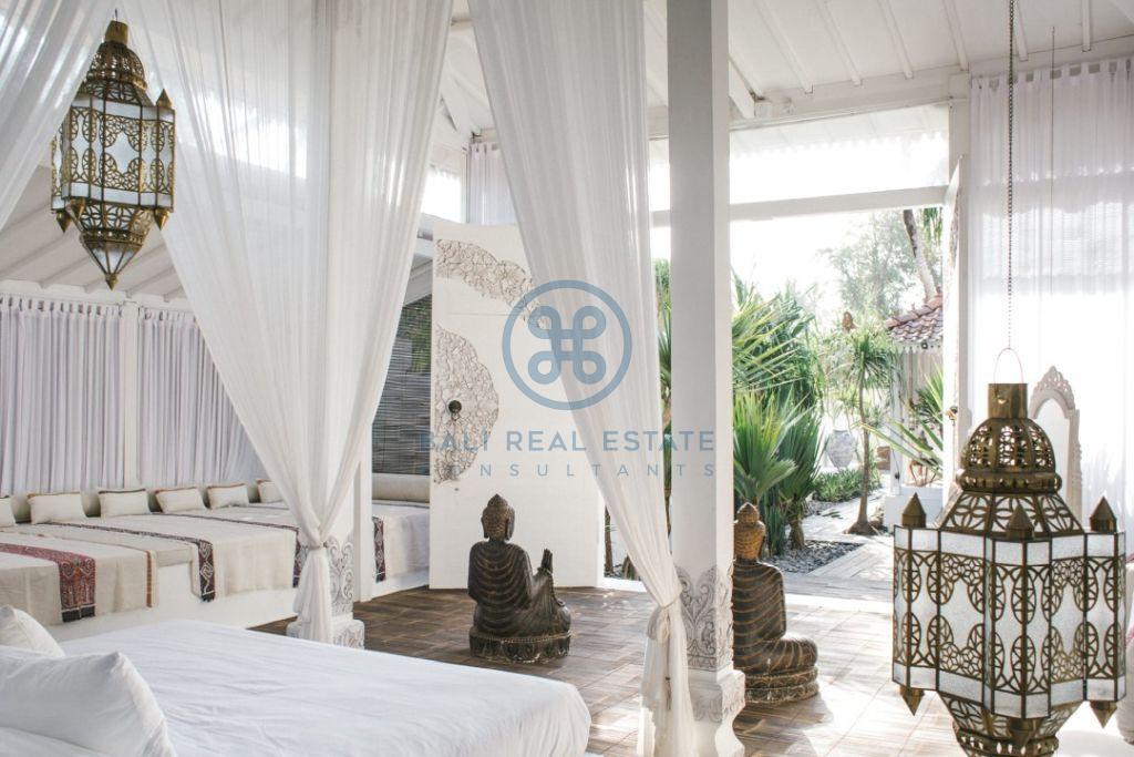 stylish 3 bedrooms villa bali tabanan seseh for sale rent 4