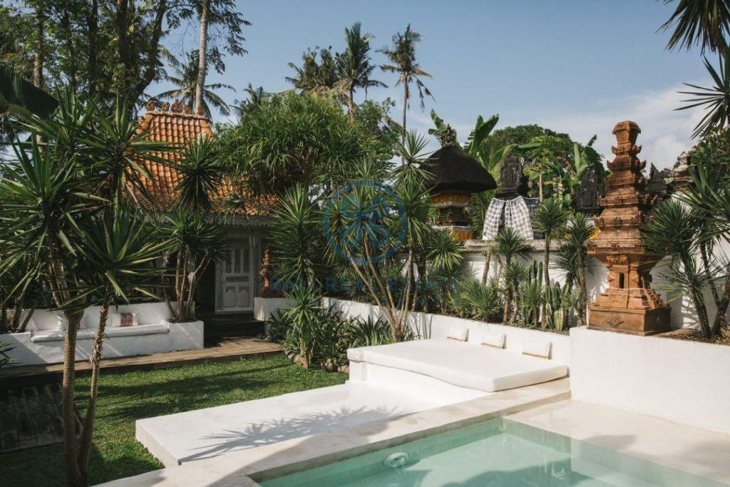 stylish 3 bedrooms villa bali tabanan seseh for sale rent 5