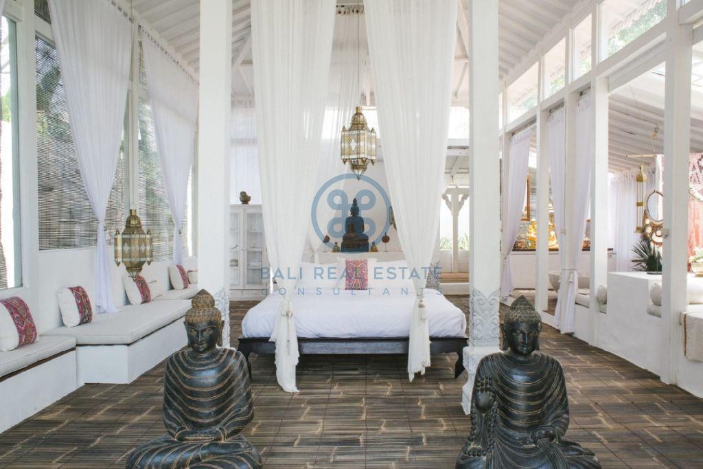 stylish 3 bedrooms villa bali tabanan seseh for sale rent 7