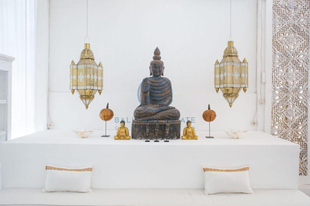 stylish 3 bedrooms villa bali tabanan seseh for sale rent 8