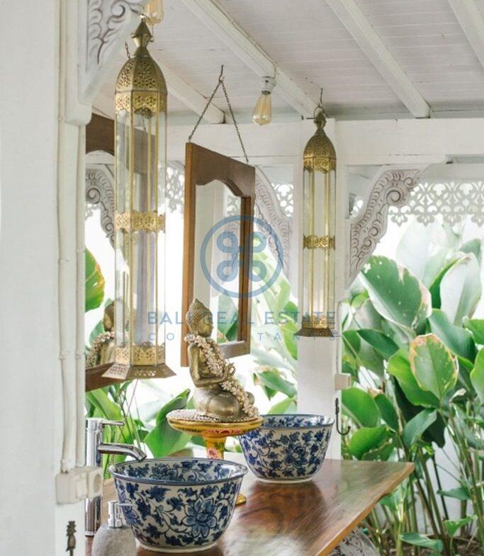 stylish 3 bedrooms villa bali tabanan seseh for sale rent 9